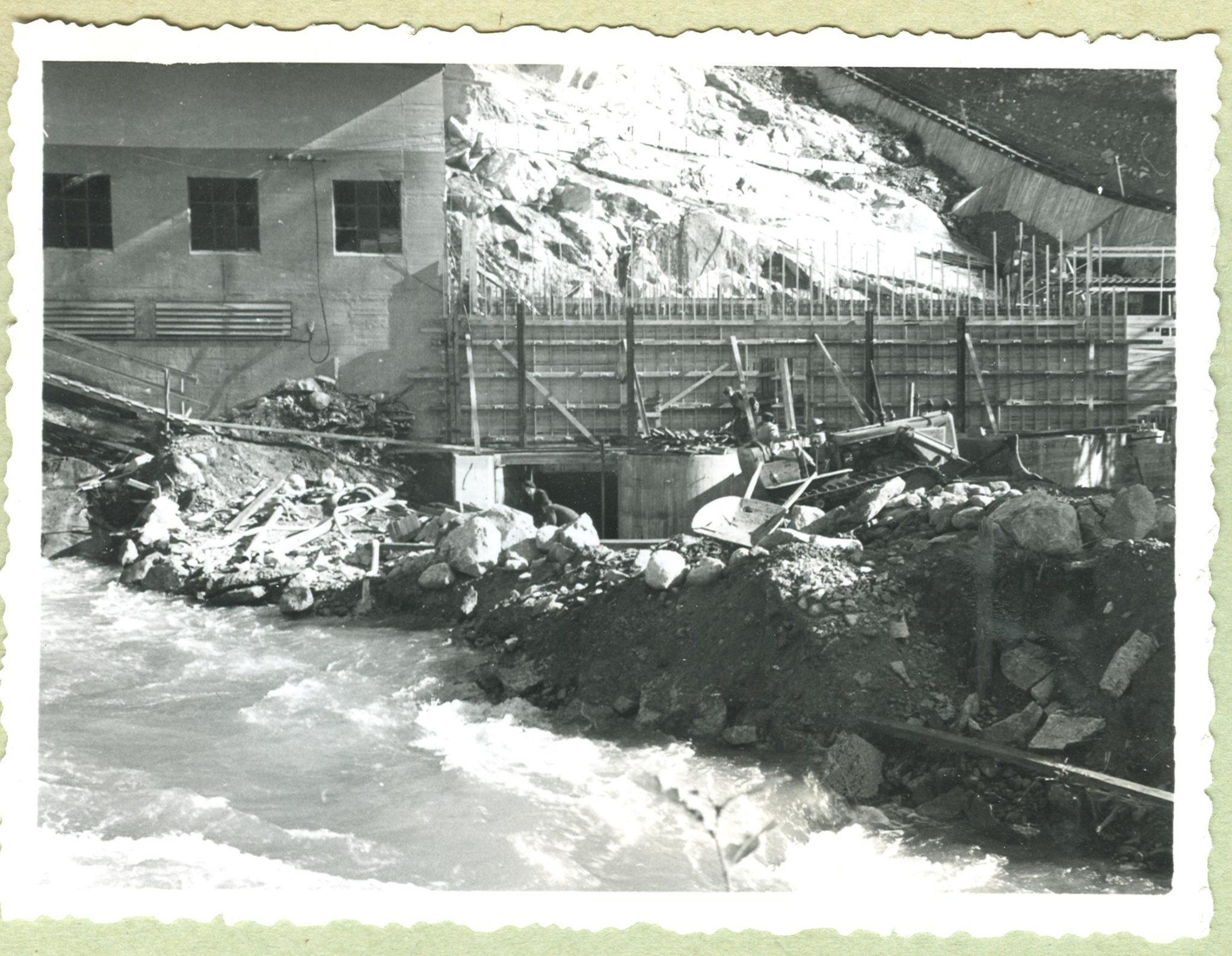 Frå bygginga av kraftstasjonen i Blådalen, 28.09.1958